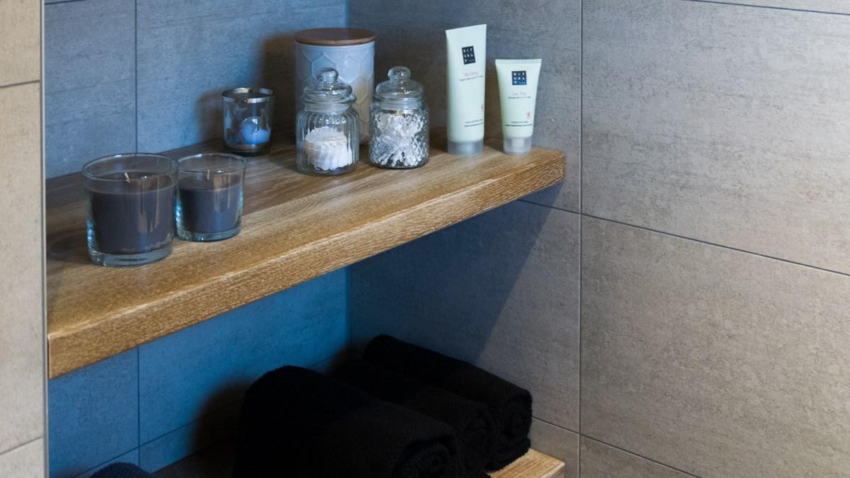 Zwevend badkamer interieur - \'t Kroonhuys